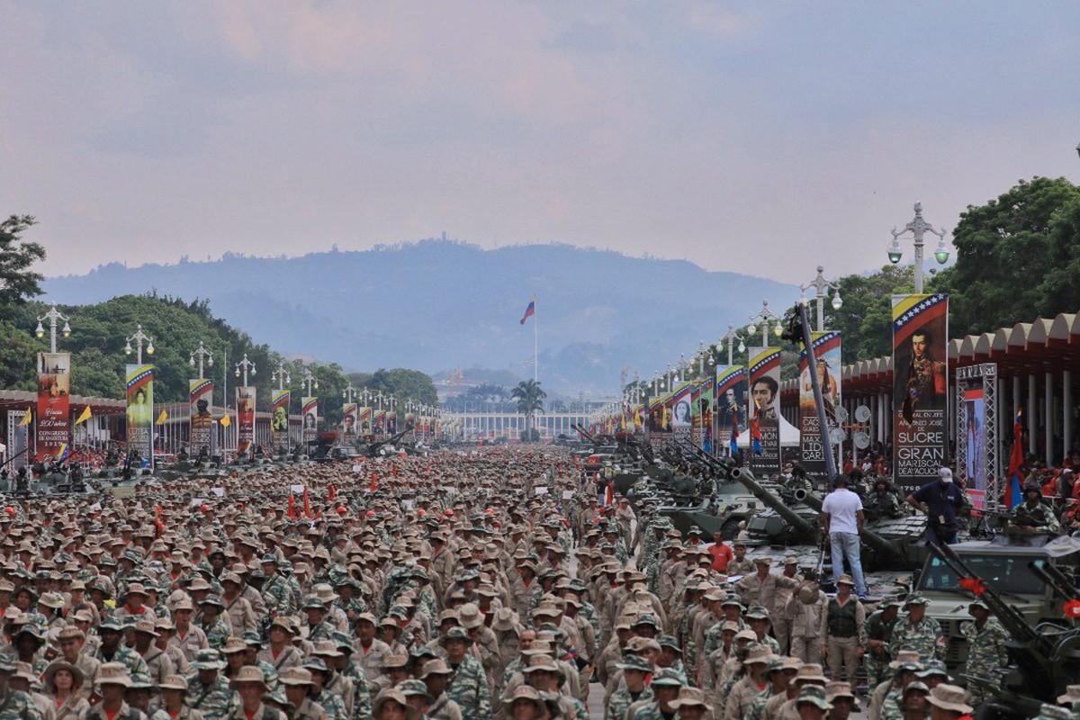 Hoanh trang dao quan nua trieu nguoi Venezuela dieu binh-Hinh-3