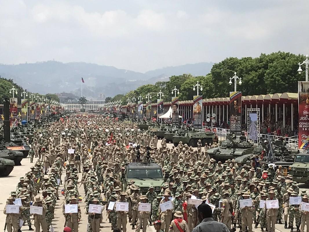Hoanh trang dao quan nua trieu nguoi Venezuela dieu binh-Hinh-4