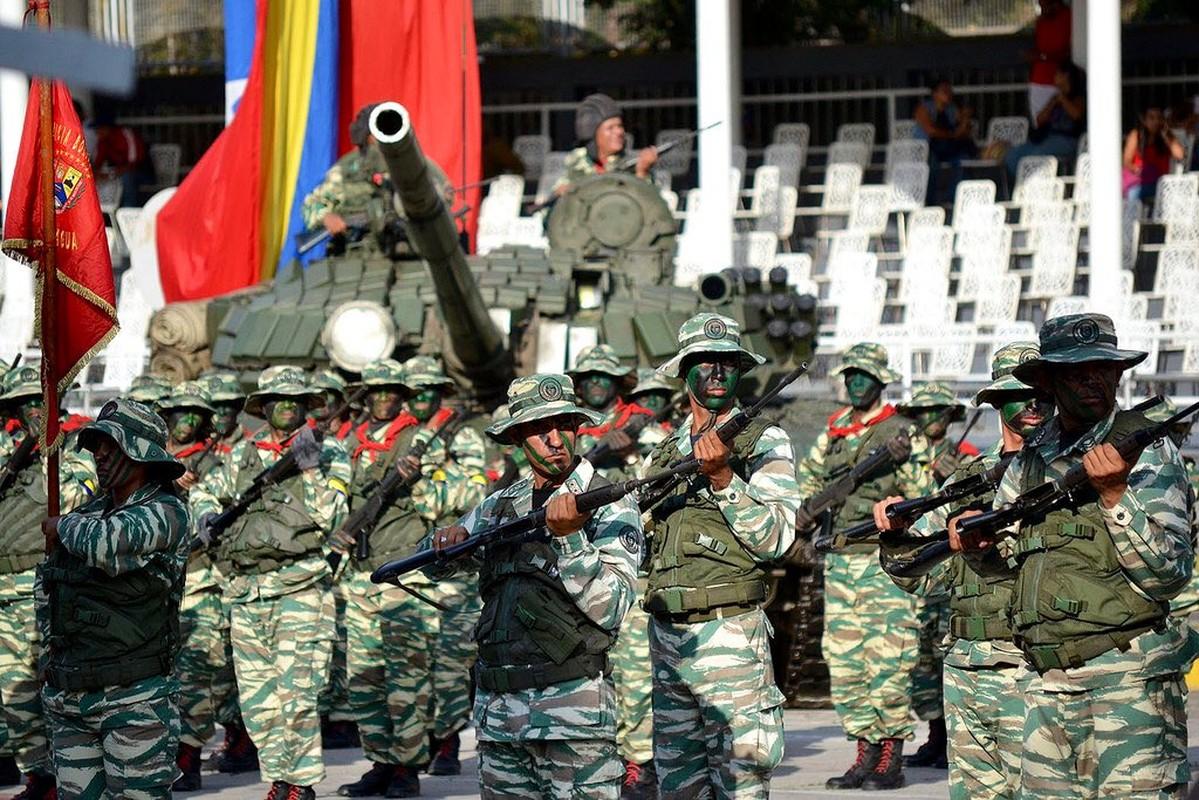 Hoanh trang dao quan nua trieu nguoi Venezuela dieu binh-Hinh-6