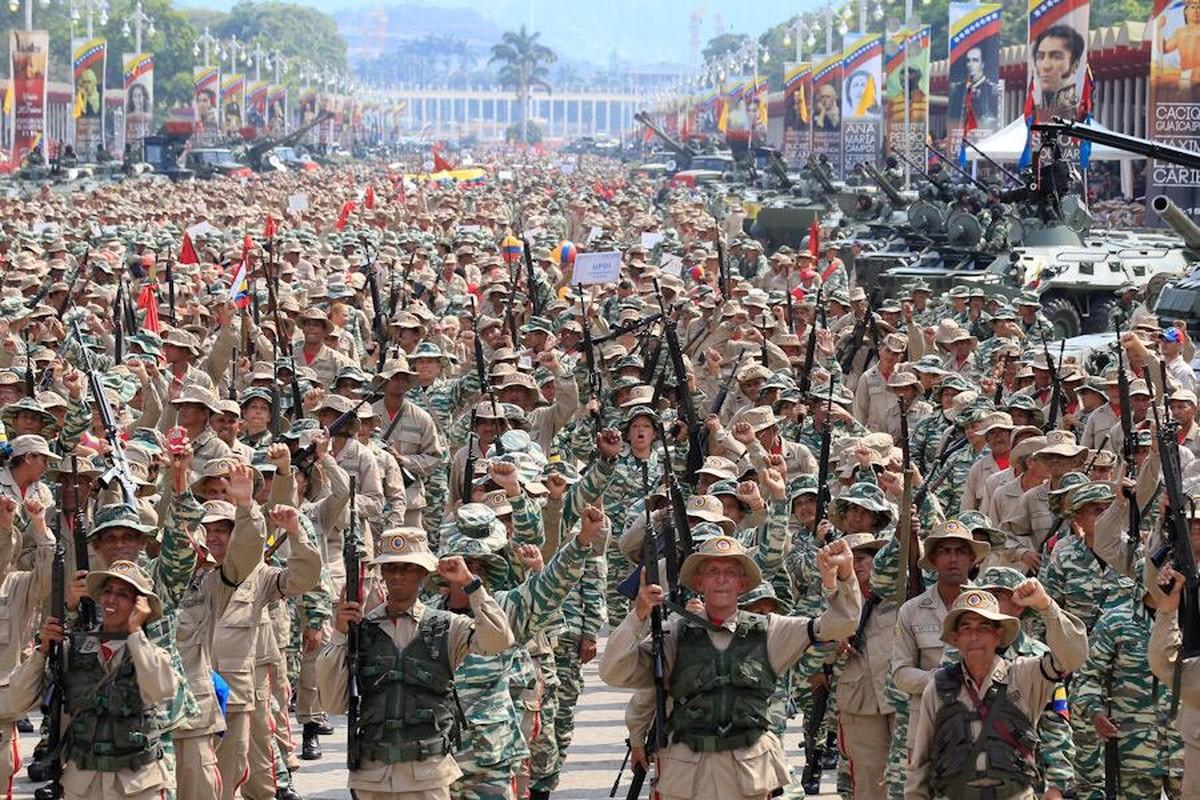 Hoanh trang dao quan nua trieu nguoi Venezuela dieu binh-Hinh-8
