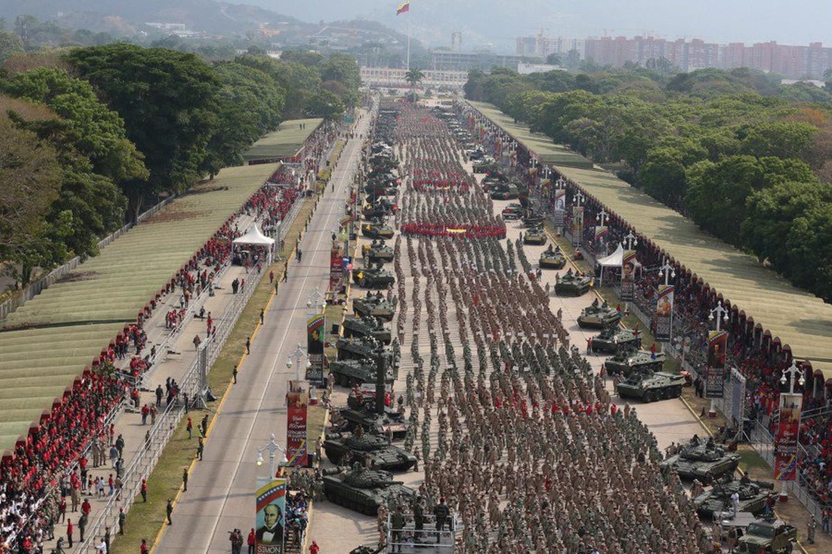 Hoanh trang dao quan nua trieu nguoi Venezuela dieu binh