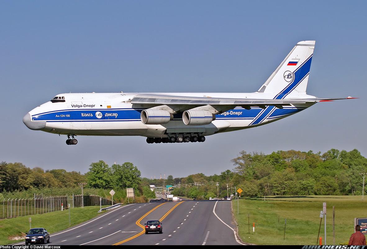 """Soi ung vien """"tong tien"""" sieu van tai co An-124 ve vuon-Hinh-12"""