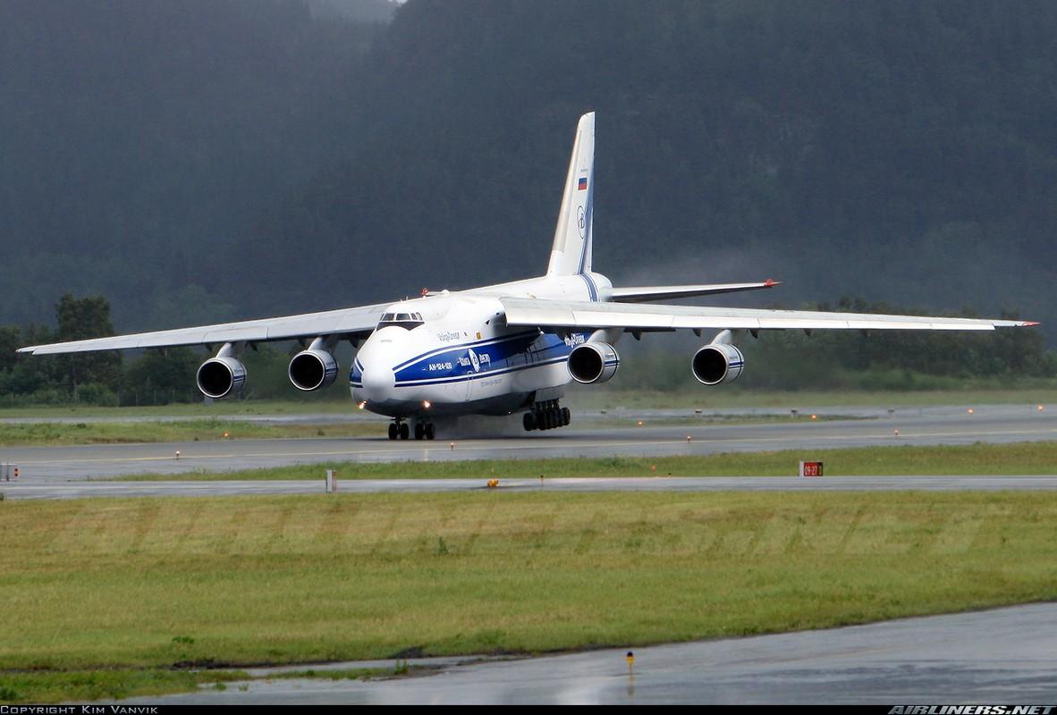 """Soi ung vien """"tong tien"""" sieu van tai co An-124 ve vuon-Hinh-4"""