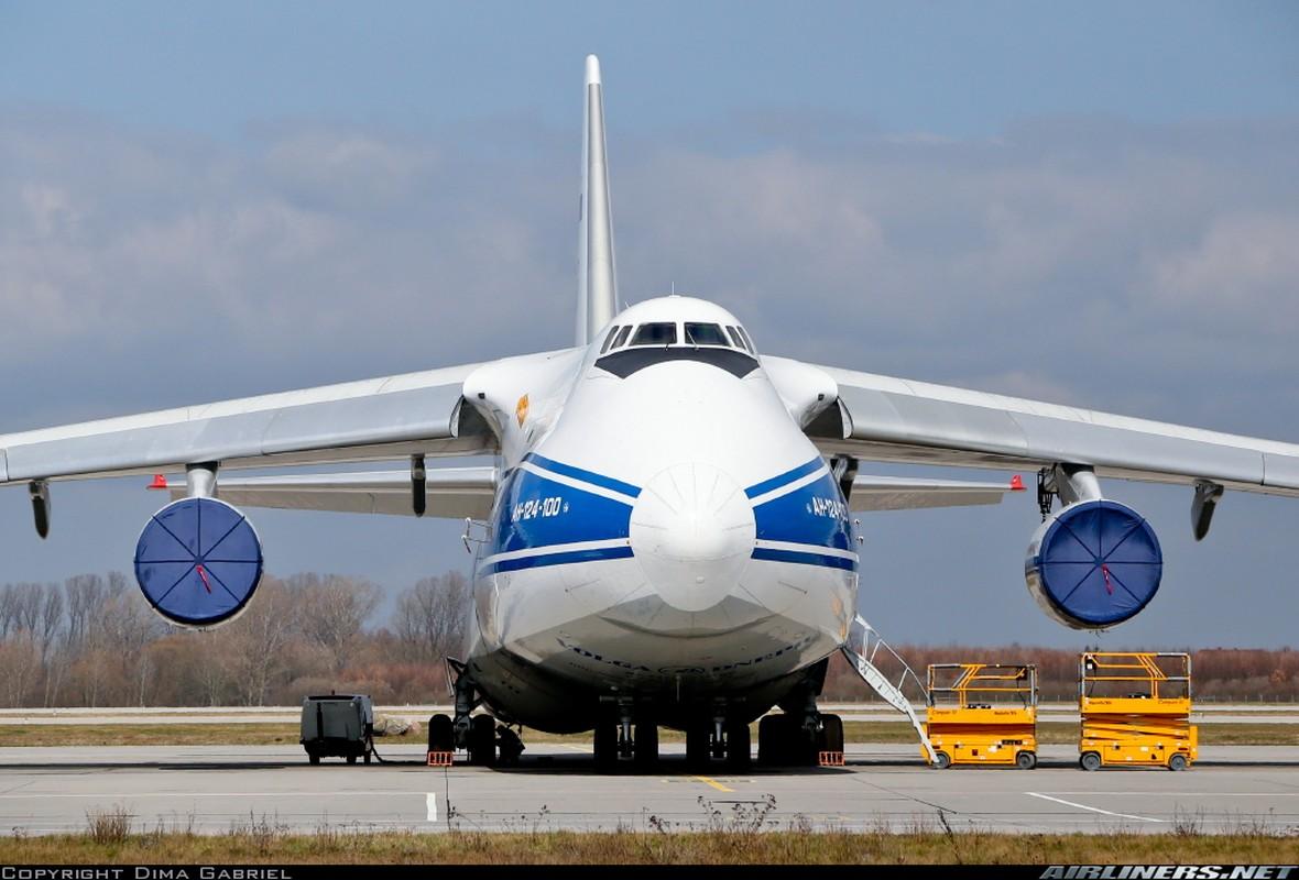 """Soi ung vien """"tong tien"""" sieu van tai co An-124 ve vuon-Hinh-8"""