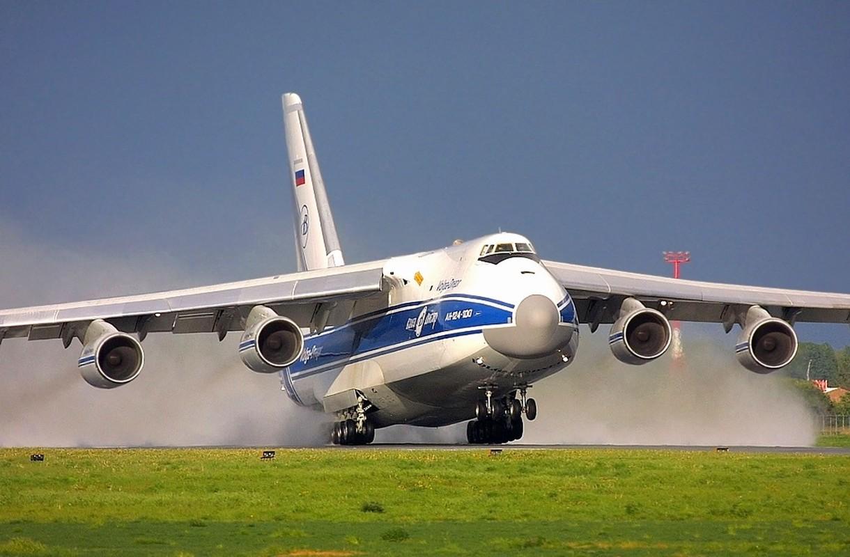 """Soi ung vien """"tong tien"""" sieu van tai co An-124 ve vuon"""