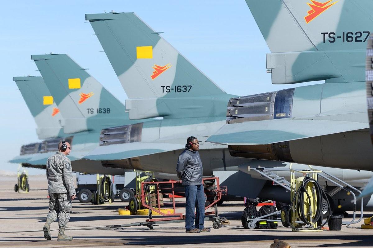 Sap co Su-35S Nga, Indonesia con di mua F-16 My lam gi?-Hinh-7