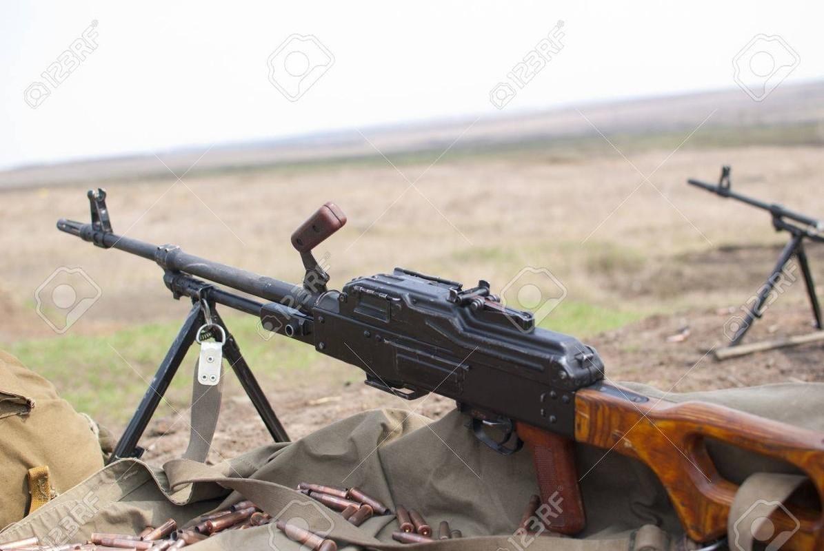 La chua: My mua hang trieu vien dan AK-47, DshKM-Hinh-6
