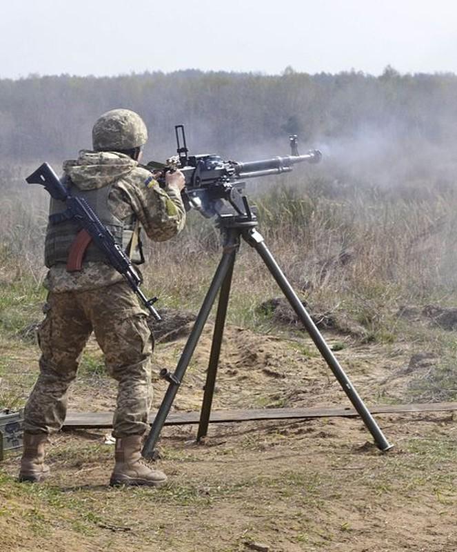 La chua: My mua hang trieu vien dan AK-47, DshKM-Hinh-8