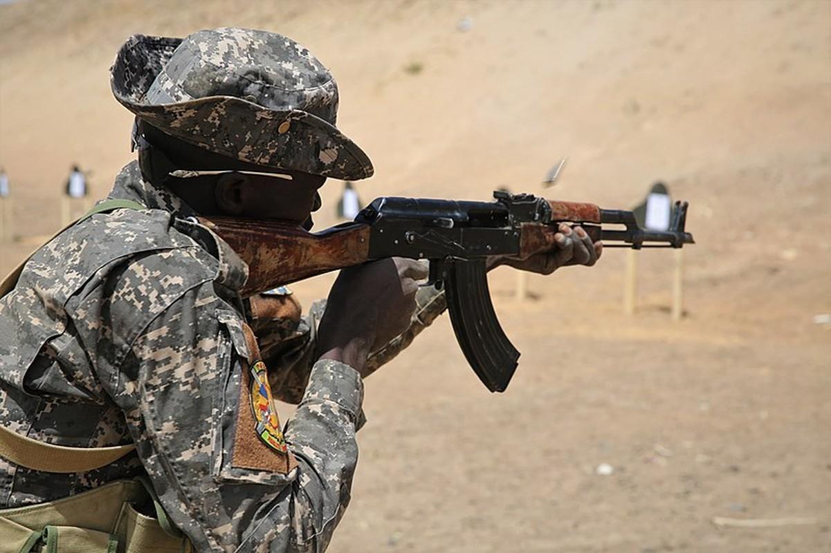 La chua: My mua hang trieu vien dan AK-47, DshKM