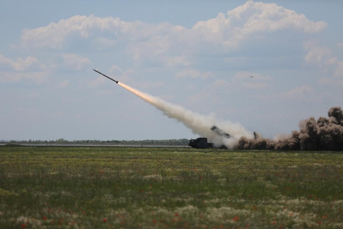 "Can canh sieu rocket Ukraine ban xa 130km khien Nga ""lanh gay""-Hinh-4"