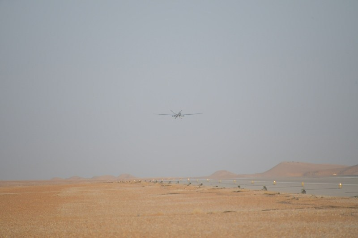 """La: UAV Trung Quoc """"ke vai chien dau"""" voi Su-30-Hinh-2"""