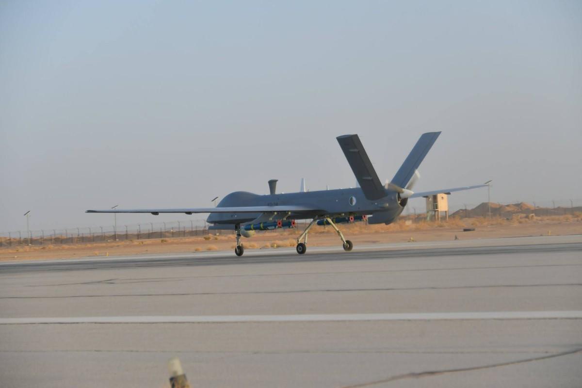 """La: UAV Trung Quoc """"ke vai chien dau"""" voi Su-30-Hinh-3"""