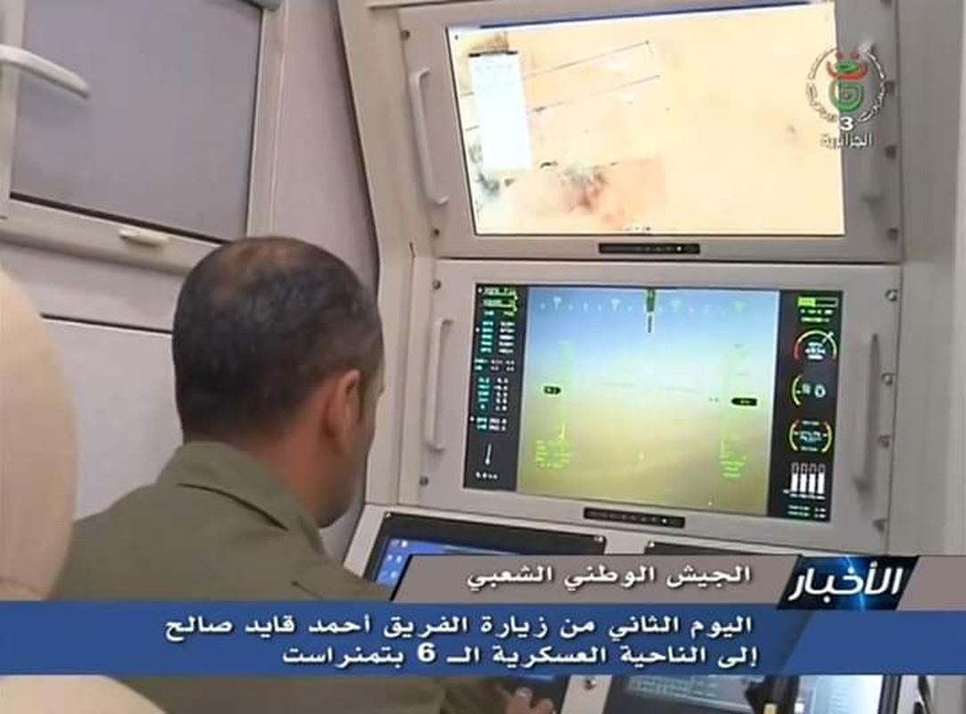 """La: UAV Trung Quoc """"ke vai chien dau"""" voi Su-30-Hinh-5"""