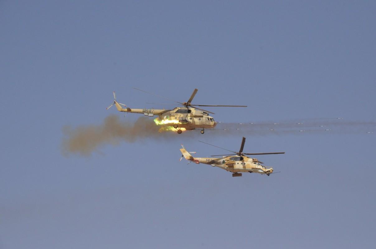 """La: UAV Trung Quoc """"ke vai chien dau"""" voi Su-30-Hinh-7"""