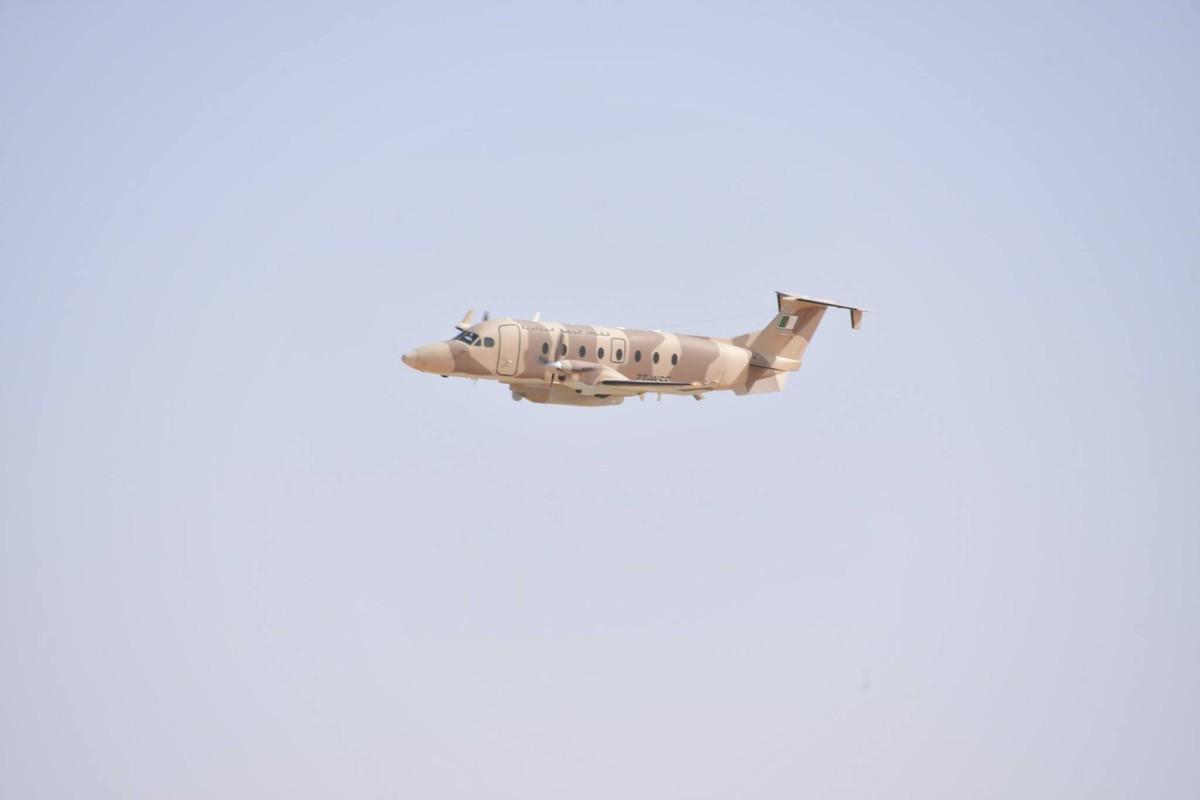 """La: UAV Trung Quoc """"ke vai chien dau"""" voi Su-30-Hinh-9"""