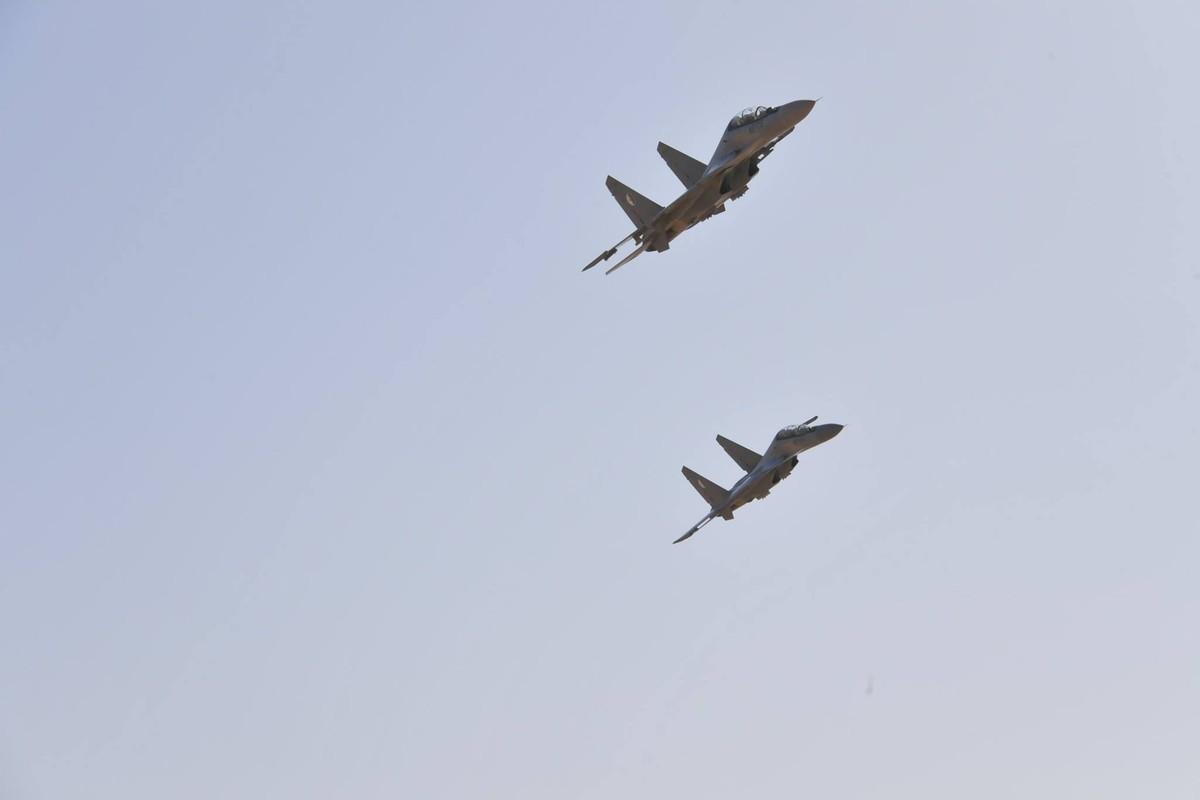 "La: UAV Trung Quoc ""ke vai chien dau"" voi Su-30"