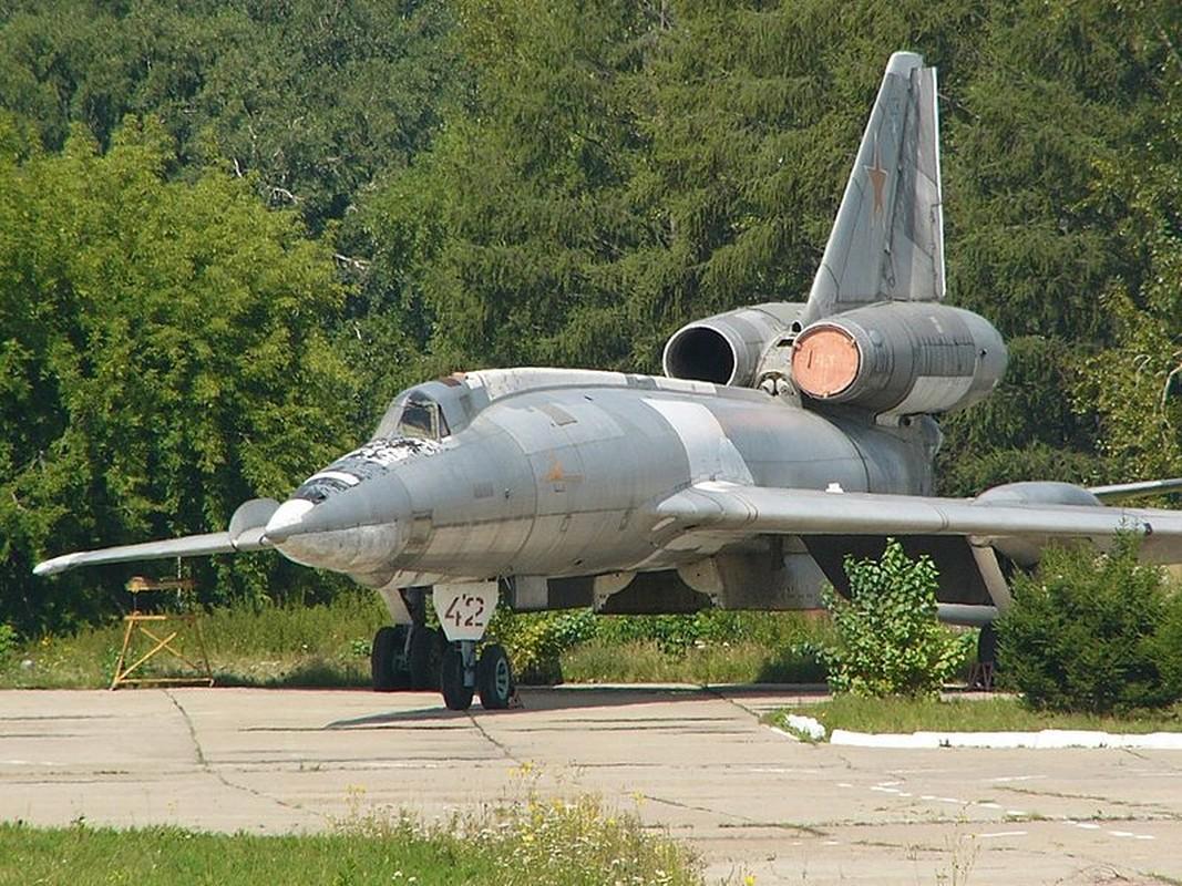Vi sao phi cong Lien Xo tu choi dung may bay nem bom Tu-22?-Hinh-14