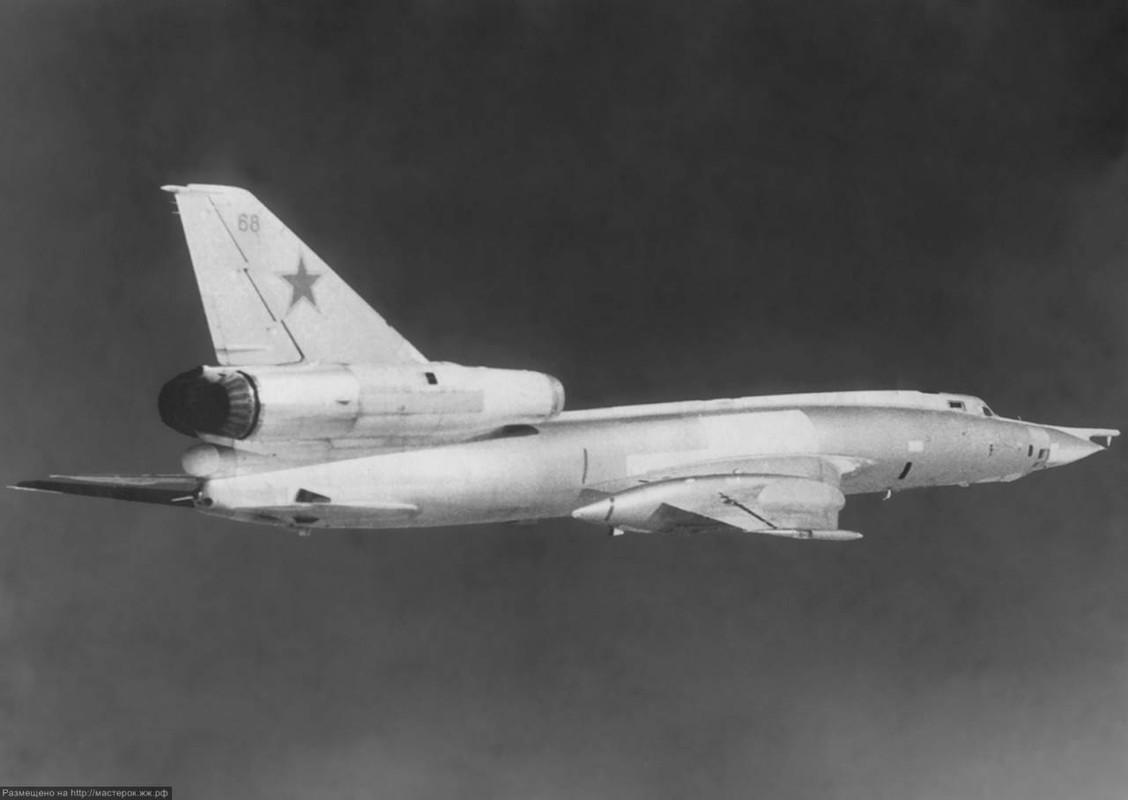 Vi sao phi cong Lien Xo tu choi dung may bay nem bom Tu-22?-Hinh-4