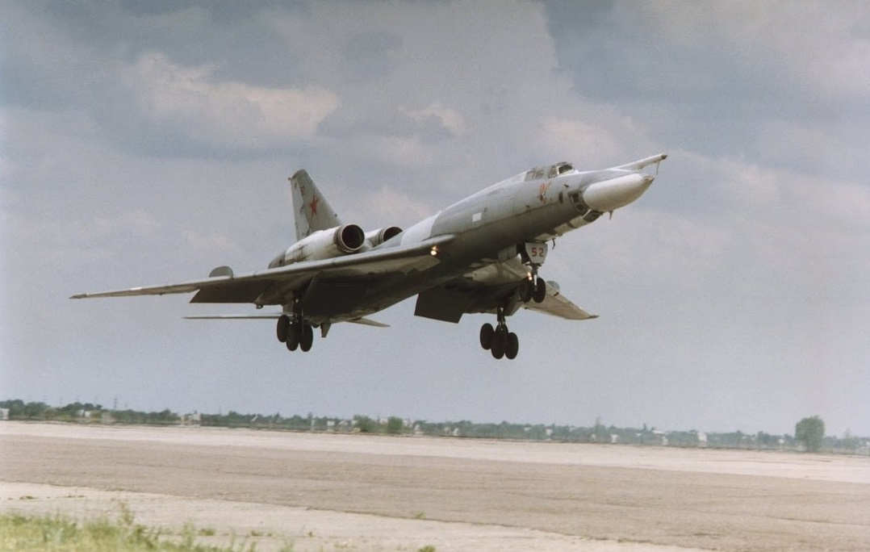 Vi sao phi cong Lien Xo tu choi dung may bay nem bom Tu-22?-Hinh-8