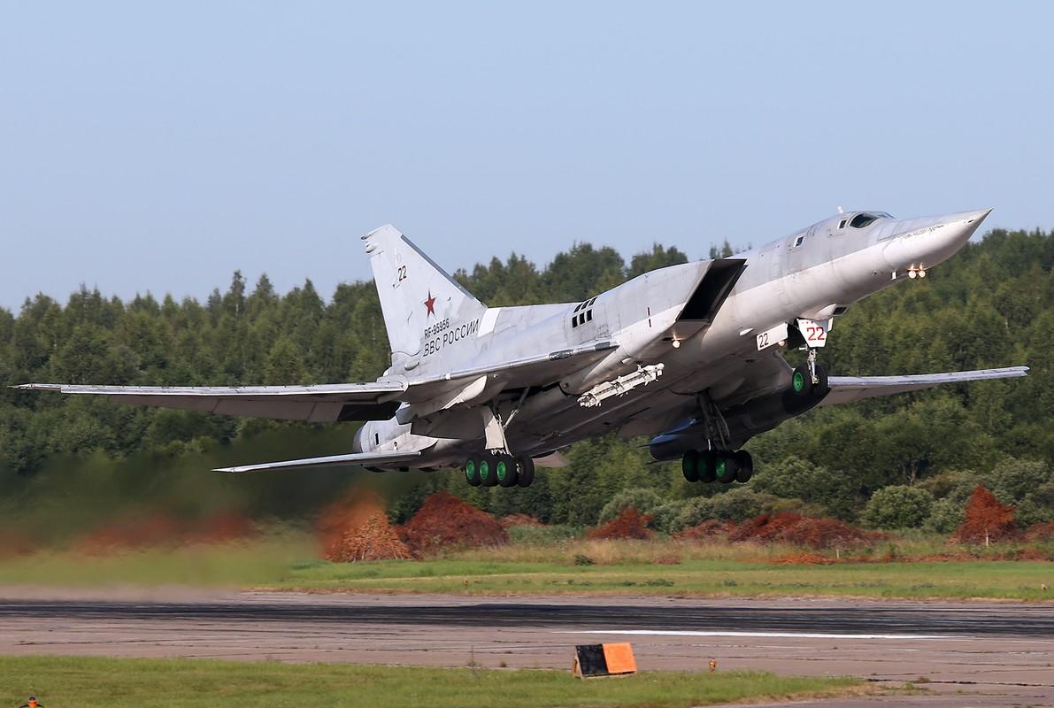 Vi sao phi cong Lien Xo tu choi dung may bay nem bom Tu-22?