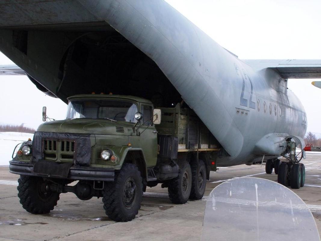 C-130 con chua loi thoi, An-12 da som ve vuon: Lien Xo kem My!-Hinh-8