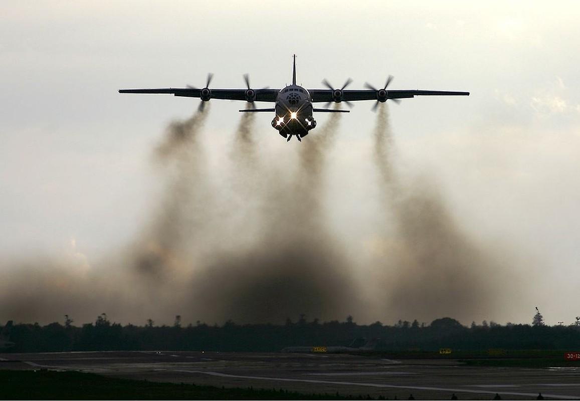 C-130 con chua loi thoi, An-12 da som ve vuon: Lien Xo kem My!