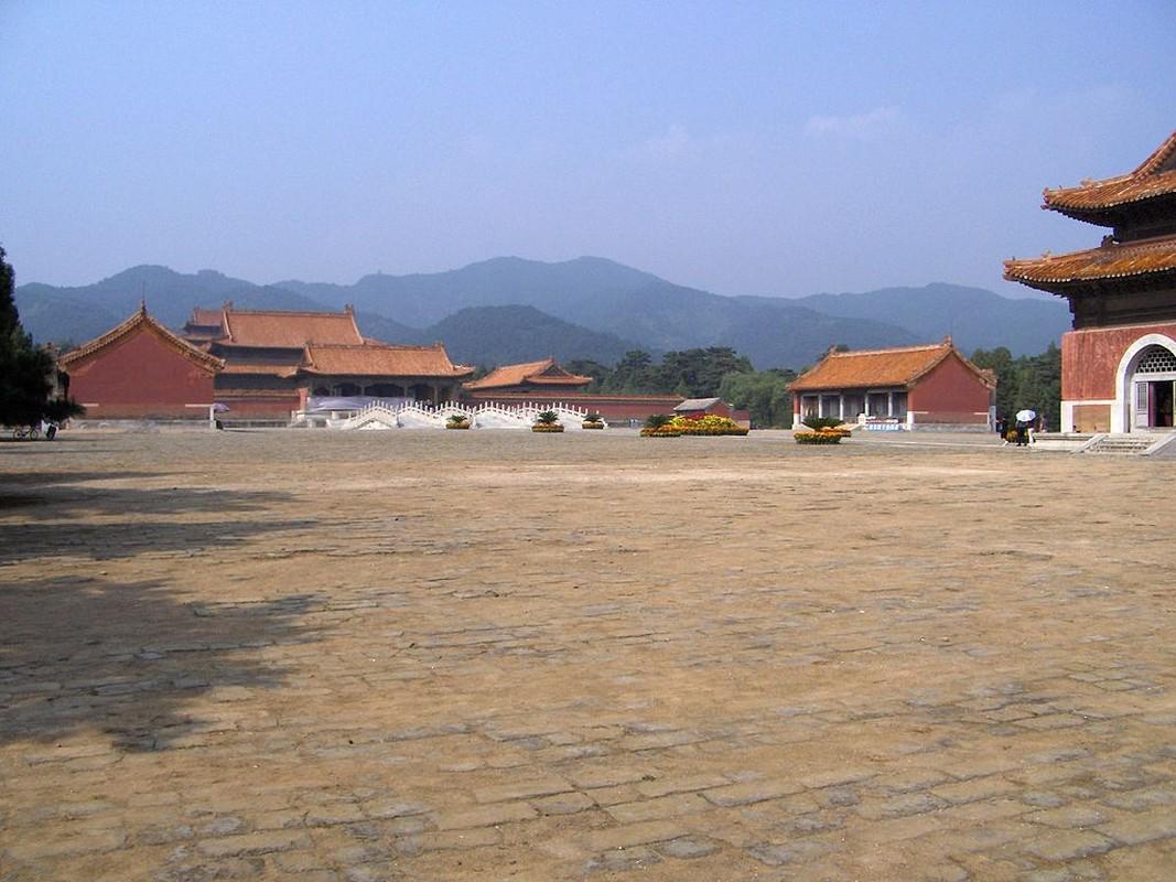 Tiet lo cuc choang ve lang mo Hoang de Can Long-Hinh-2