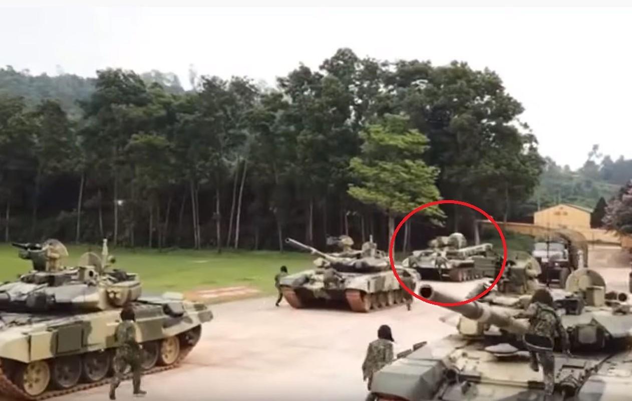Lan xuat hien chop nhoang cua BREM-1 ben canh xe tang T-90 Viet Nam-Hinh-2