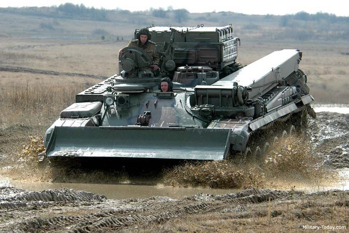 Lan xuat hien chop nhoang cua BREM-1 ben canh xe tang T-90 Viet Nam-Hinh-6
