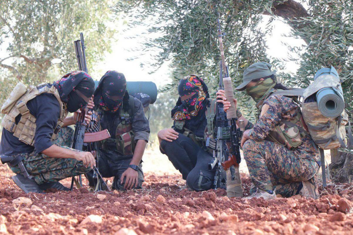 Tinh bao Nga da truc tiep cuu hon 30 tuong linh Syria thoat chet-Hinh-11