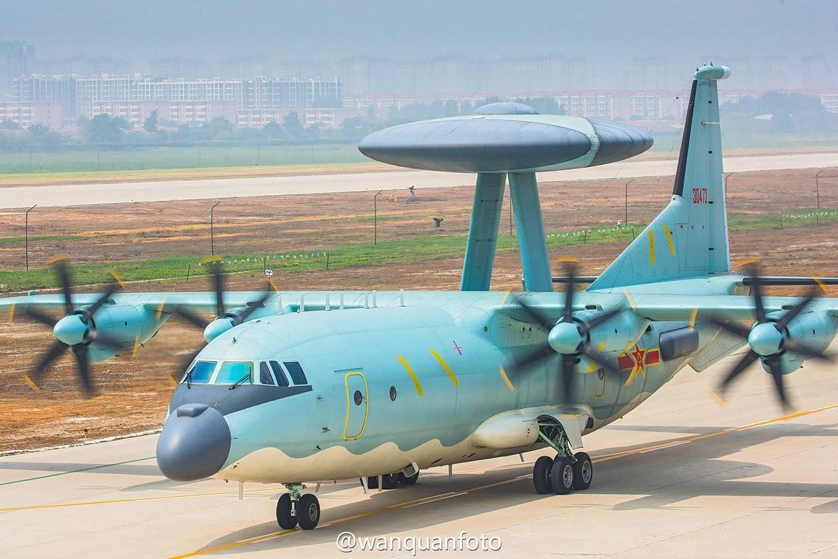 Mo xe may bay KQ-200 va KJ-500 Trung Quoc dieu trai phep den Truong Sa-Hinh-7