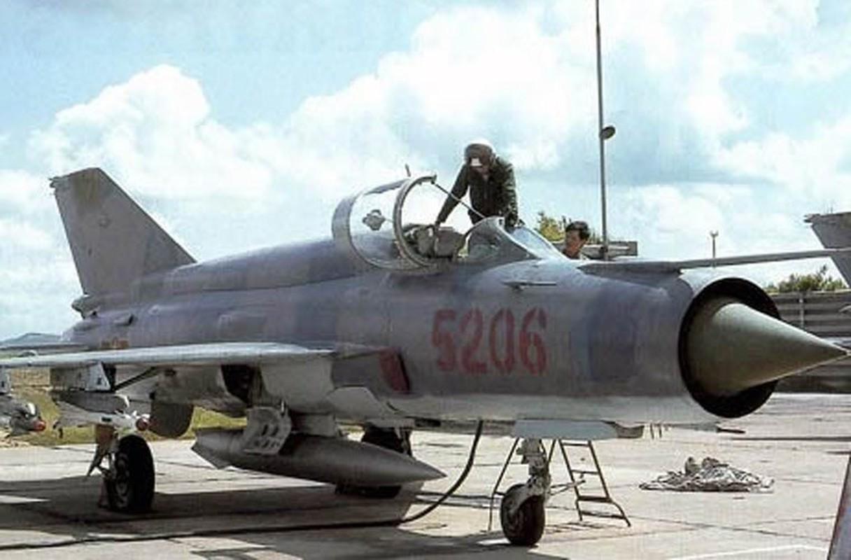 Chi tiet doc la tren nhung chiec MiG-21 dau tien Viet Nam tiep nhan-Hinh-12