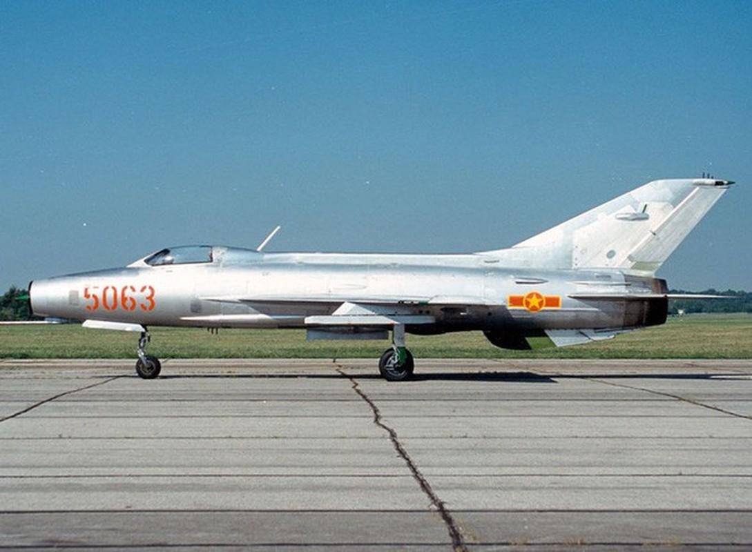 Chi tiet doc la tren nhung chiec MiG-21 dau tien Viet Nam tiep nhan-Hinh-3