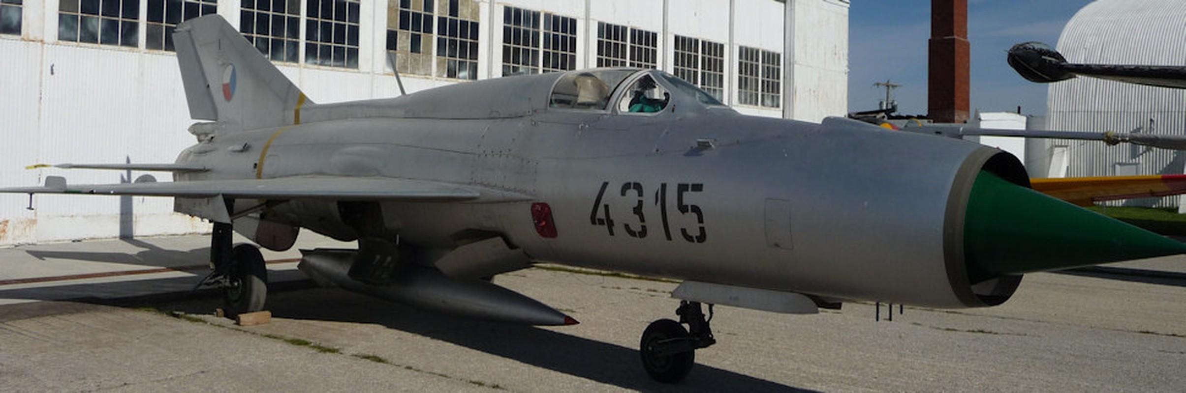 Chi tiet doc la tren nhung chiec MiG-21 dau tien Viet Nam tiep nhan-Hinh-7