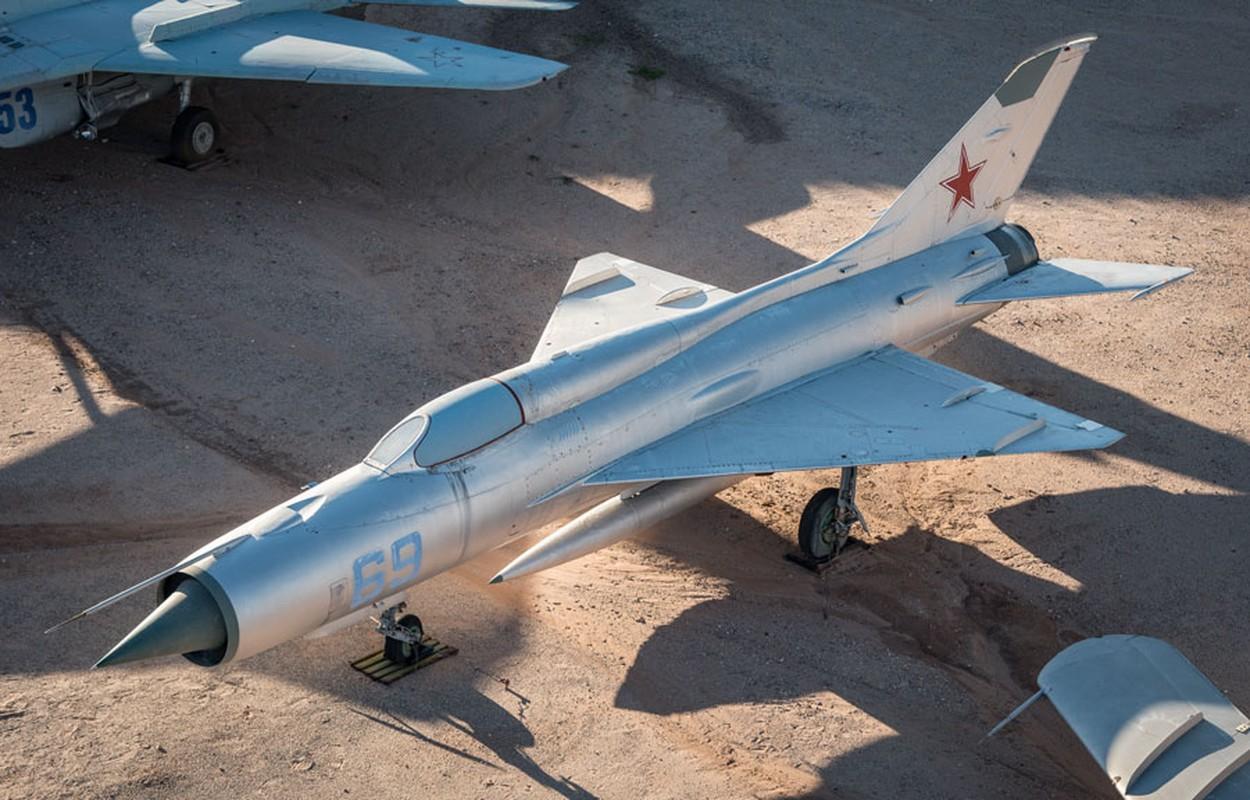 Chi tiet doc la tren nhung chiec MiG-21 dau tien Viet Nam tiep nhan-Hinh-8
