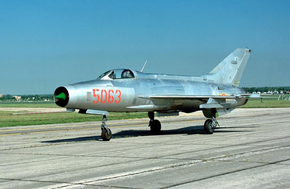 Chi tiet doc la tren nhung chiec MiG-21 dau tien Viet Nam tiep nhan-Hinh-9