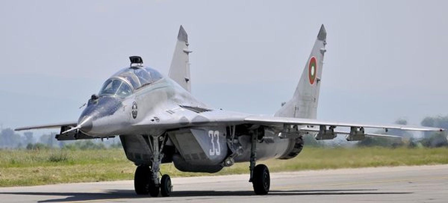 F-16 Tho Nhi Ky danh chan Tu-22M3 Nga tren bien Den: Crimea day song-Hinh-2