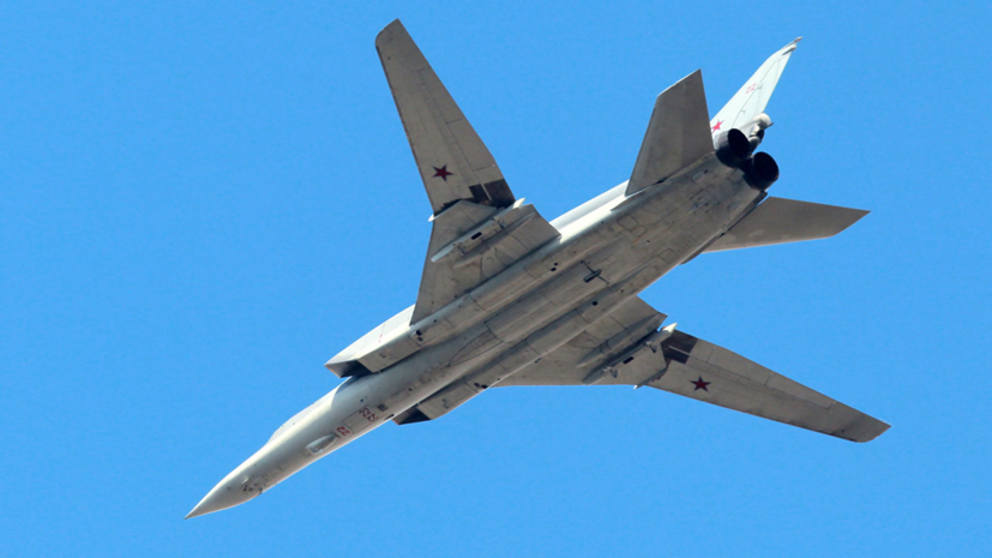 F-16 Tho Nhi Ky danh chan Tu-22M3 Nga tren bien Den: Crimea day song-Hinh-7