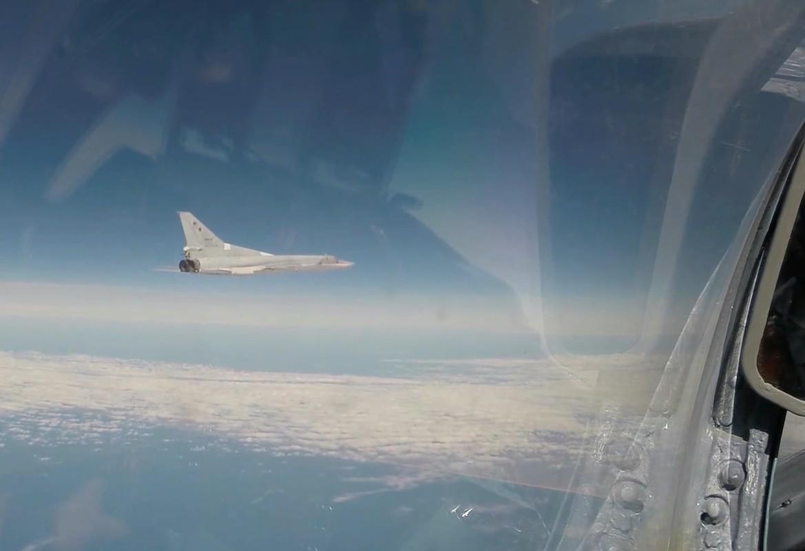 F-16 Tho Nhi Ky danh chan Tu-22M3 Nga tren bien Den: Crimea day song-Hinh-8