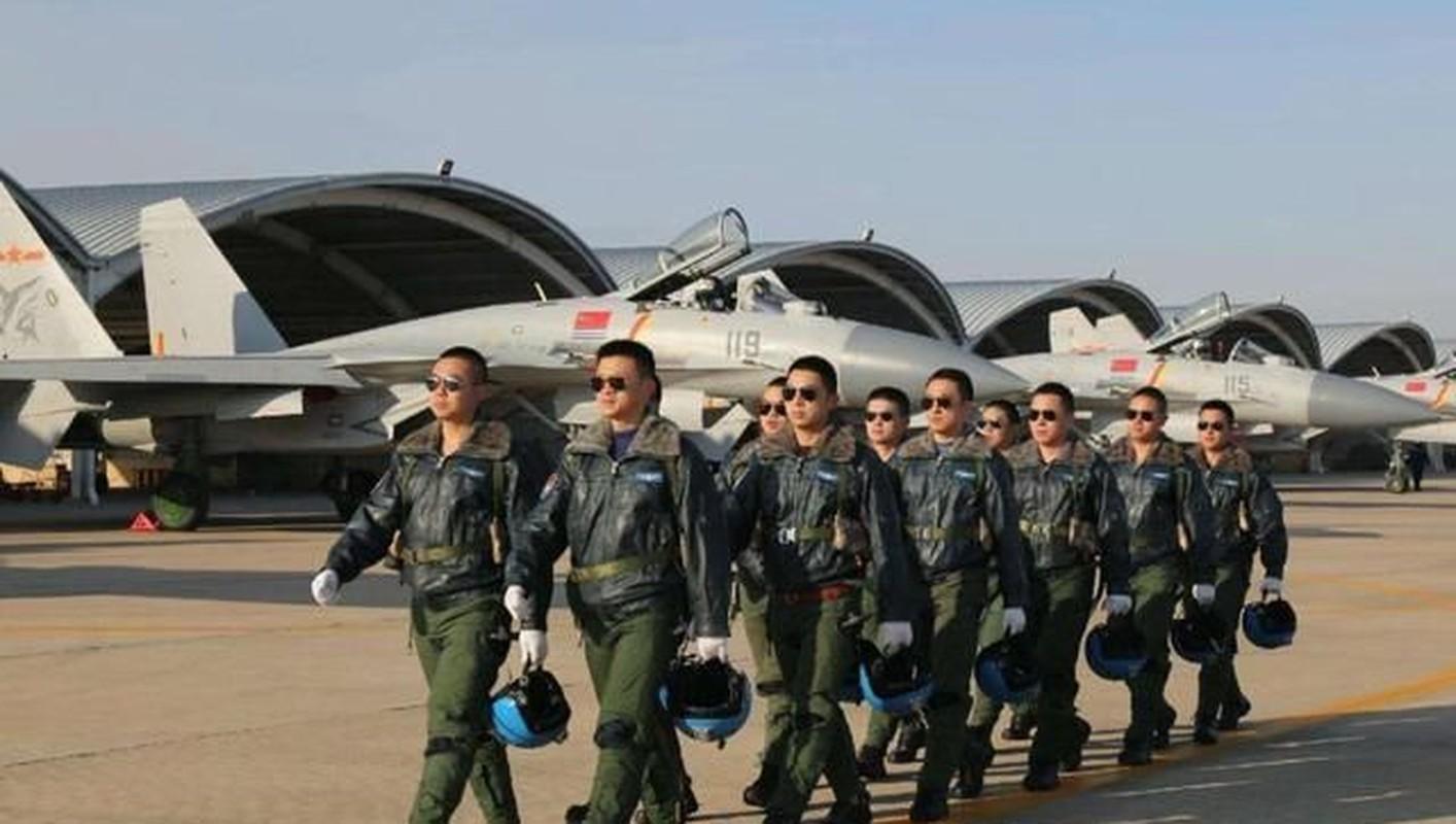 Khong quan Trung Quoc thua thai may bay nhung trinh do phi cong qua kem-Hinh-7