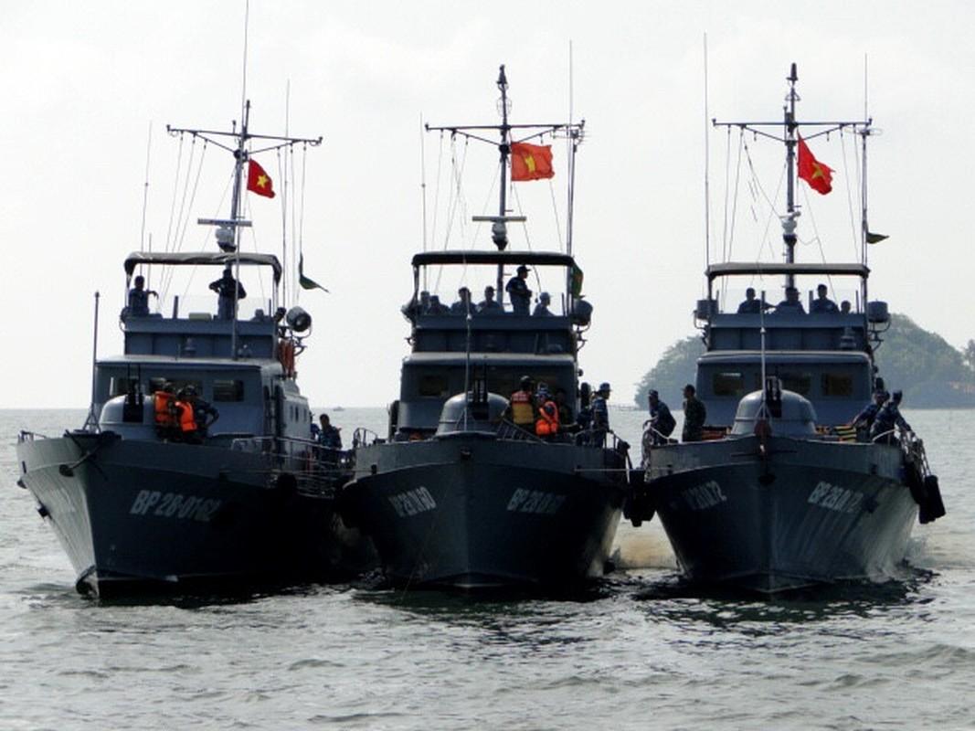 Can canh dong co, noi that tau tuan tra bien phong duong thuy Viet Nam-Hinh-2