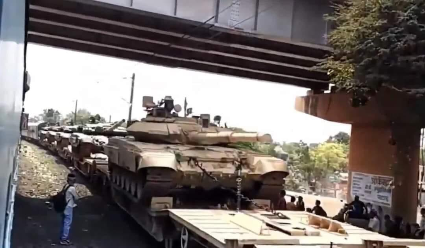 Nong: An Do keo dan tang T-90 len bien gioi... Trung Quoc coi chung-Hinh-2