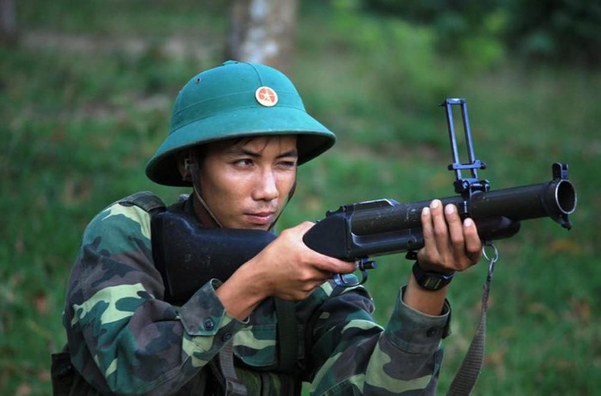 Luc quan Viet Nam lan dau trang bi sung phong luu SPL-6 cuc manh