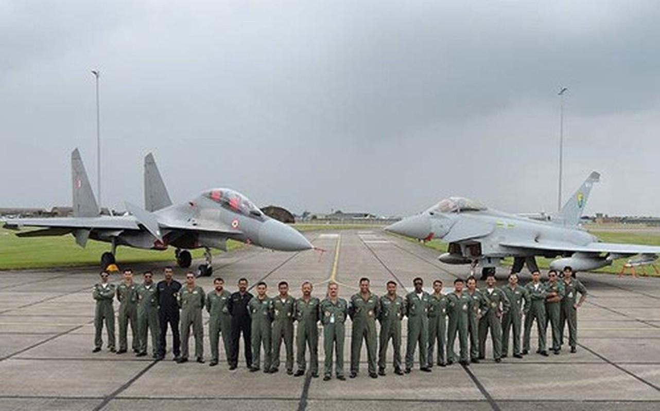 Tuyen bo dung J-11 dau Su-30MKI, Trung Quoc coi thuong khong quan An Do?