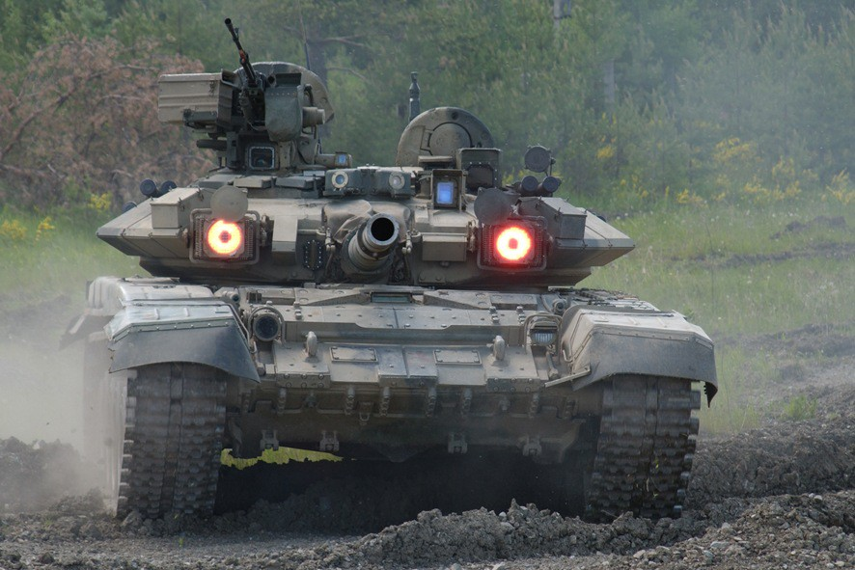 Vi sao gioi lanh dao quan doi Nga khong man ma voi xe tang T-90?-Hinh-6