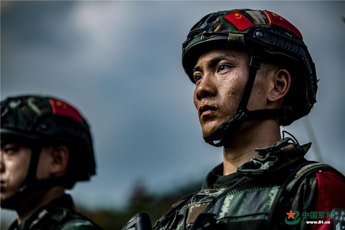 Chiem nguong dac nhiem Vu canh Trung Quoc huan luyen cuc khac nghiet-Hinh-11