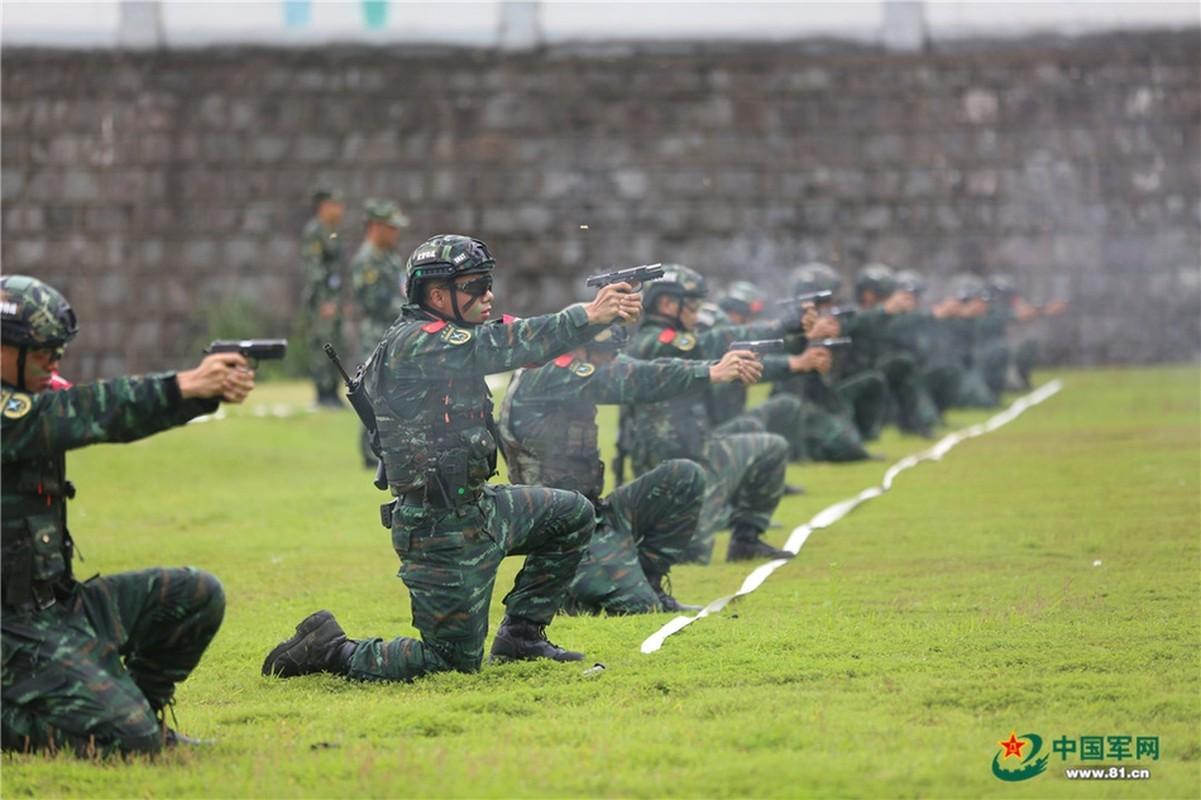 Chiem nguong dac nhiem Vu canh Trung Quoc huan luyen cuc khac nghiet-Hinh-6