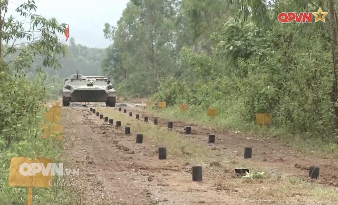 Phao binh Viet Nam huan luyen bang coi 100mm, cho toa sang o ARMY GAMES-Hinh-10