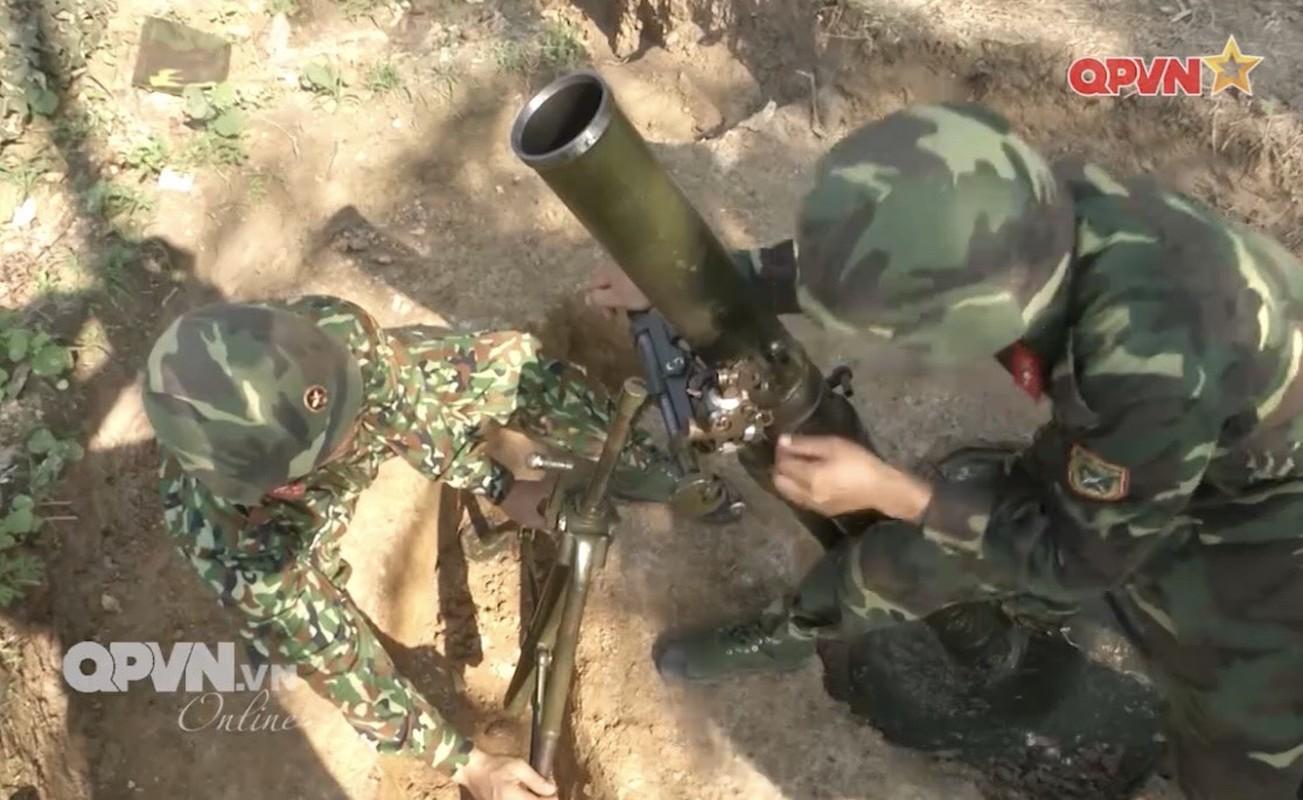 Phao binh Viet Nam huan luyen bang coi 100mm, cho toa sang o ARMY GAMES-Hinh-5