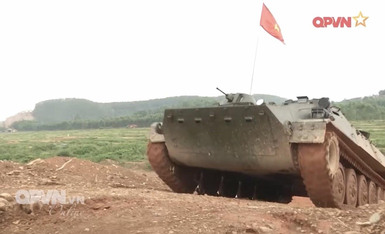 Phao binh Viet Nam huan luyen bang coi 100mm, cho toa sang o ARMY GAMES-Hinh-7